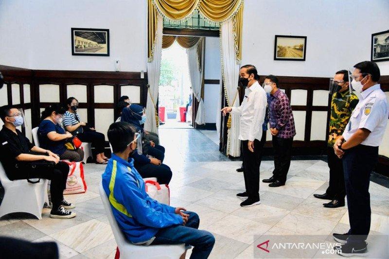 Presiden sebut penumpang KRL dan pekerja stasiun miliki mobilitas tinggi