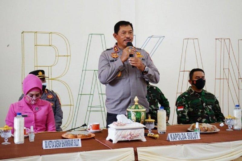Kapolda Sulut bersama Pangdam XIII/Merdeka tinjau Kampung Tangguh COVID-19