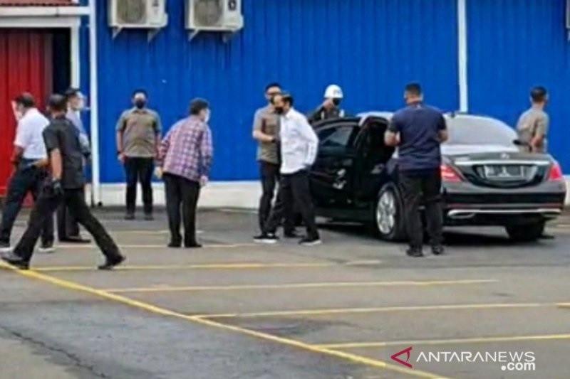 "Presiden Joko Widodo tinjau pelaksanaan vaksinasi COVID-19 pengguna ""Commuter Line"""