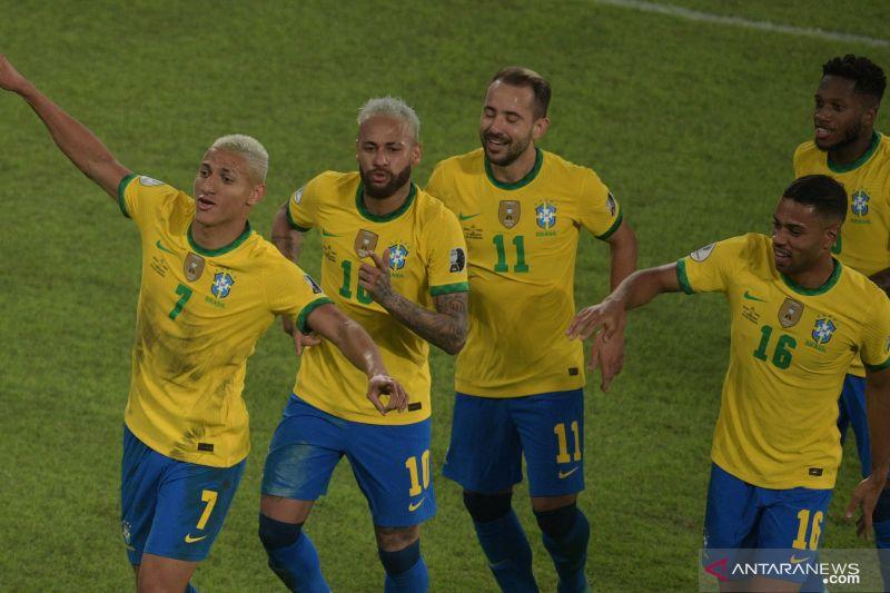 Menang empat gol tanpa balas, Brazil masih terlalu perkasa bagi Peru