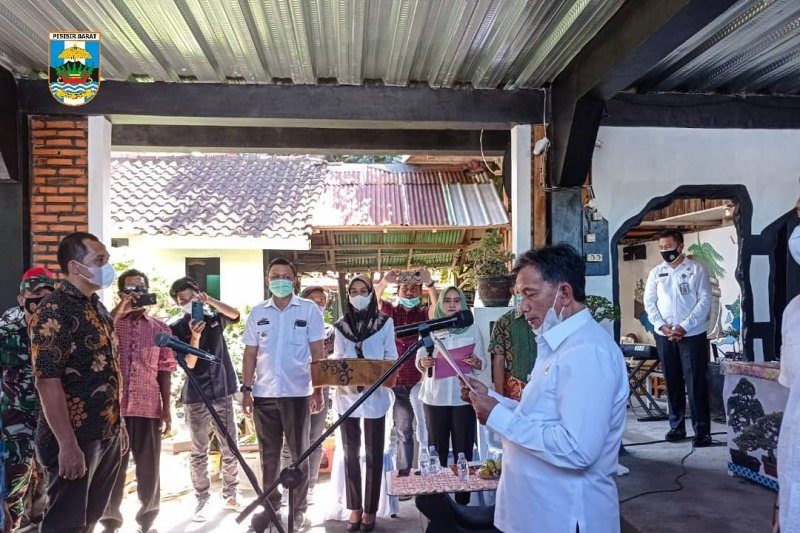 Wakil Bupati kukuhkan penggemar Bonsai Indonesia Pesisir Barat