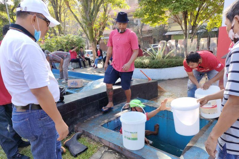 DLH Manado bersih-bersih TKB Alex Kawilarang