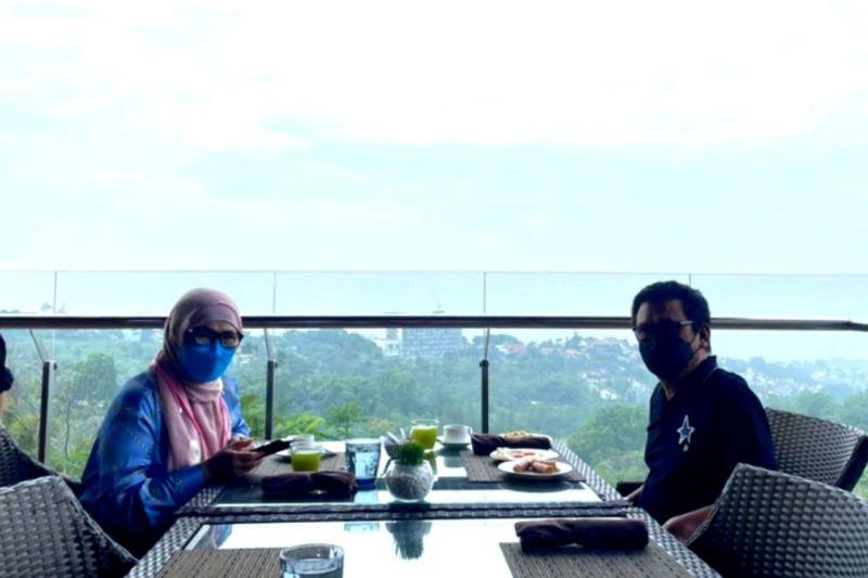 Catatan Ilham Bintang - Perjalanan Jakarta-Bandung di Masa Genting Pandemi
