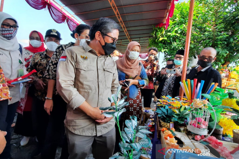 Wakil Menteri LHK meninjau pengelolaan bank sampah di Bantul