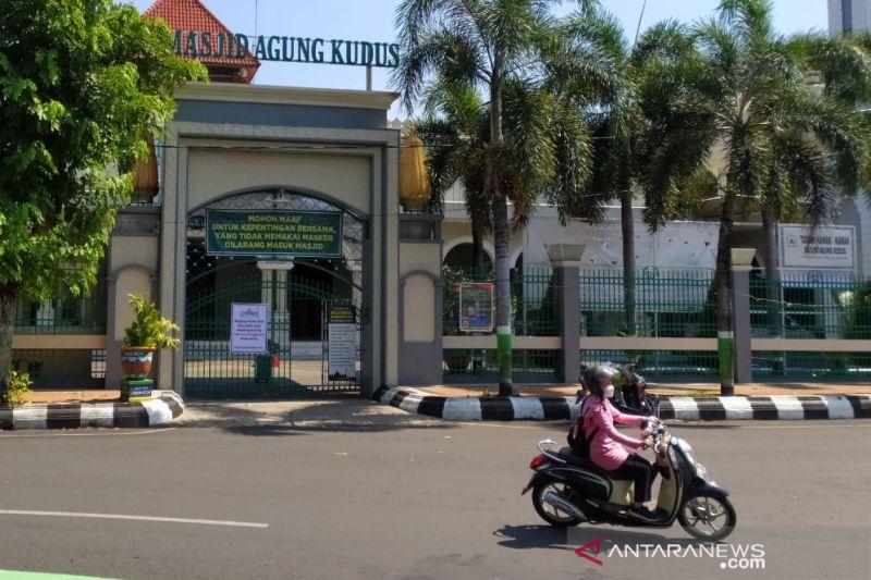 Zona merah, Masjid Agung Kudus tak selenggarakan shalat Jumat