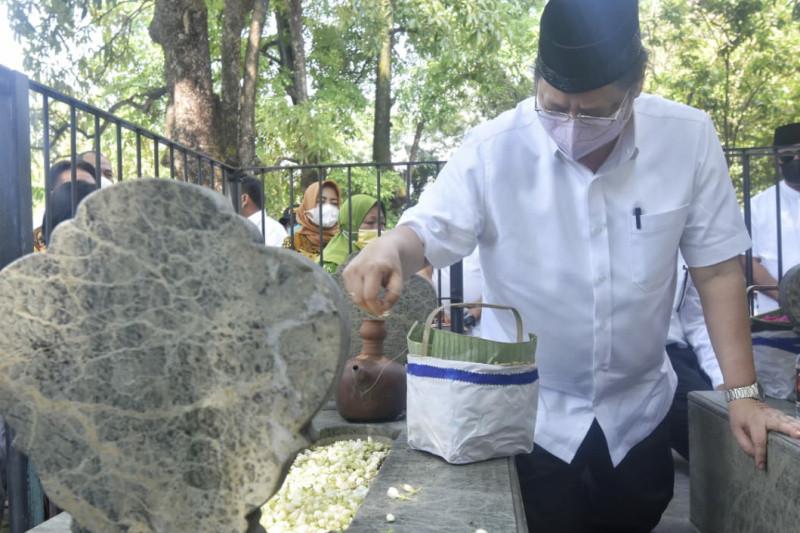 Airlangga Hartarto ziarah ke Astana Oetara Solo