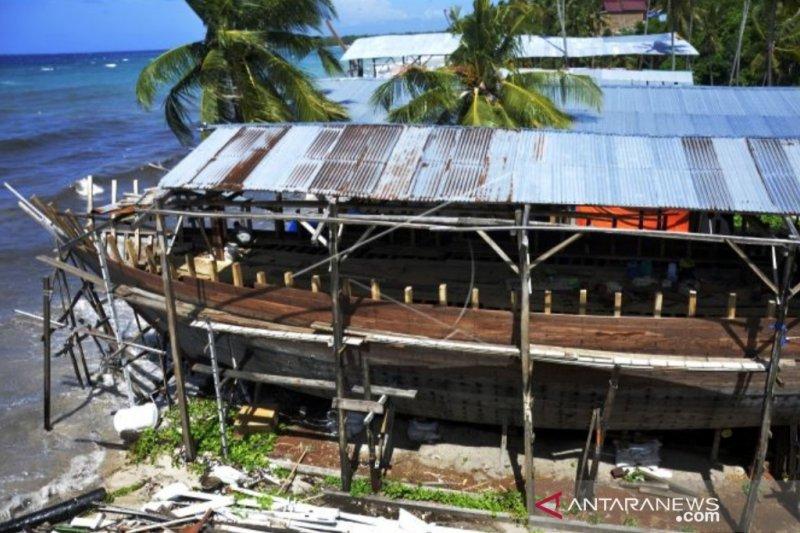 Industri perahu Pinisi kesulitan bahan baku