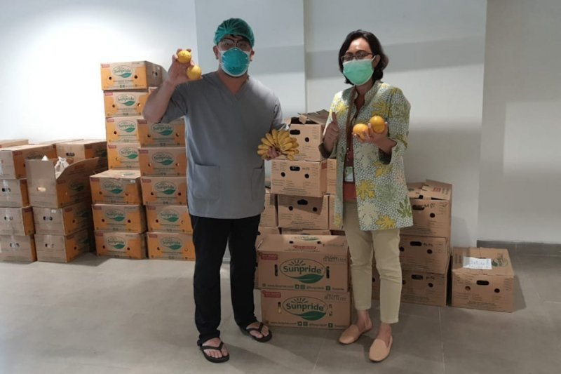 Sunpride salurkan bantuan 2,9 ton buah kepada tenaga kesehatan