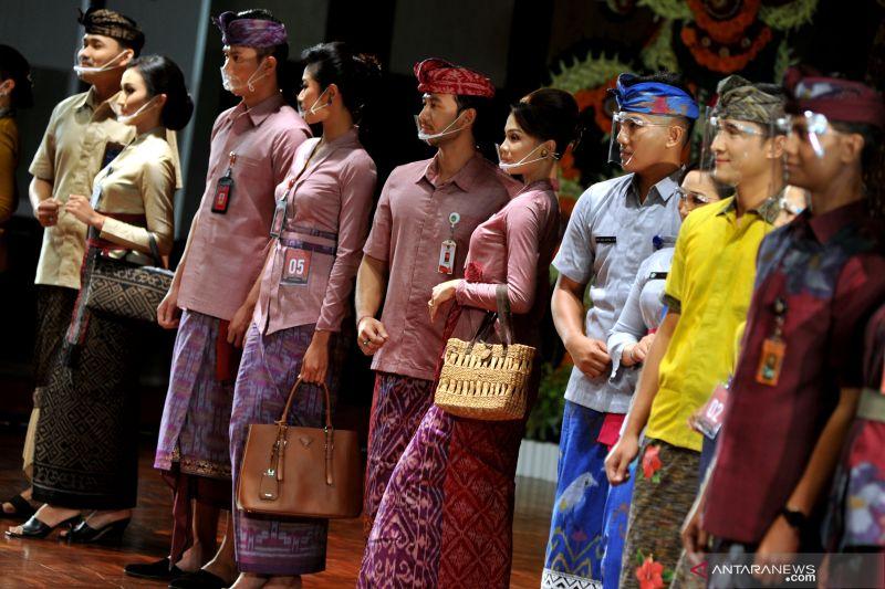 Kain tradisional dengan desain busana selera global akan menarik pasar internasional