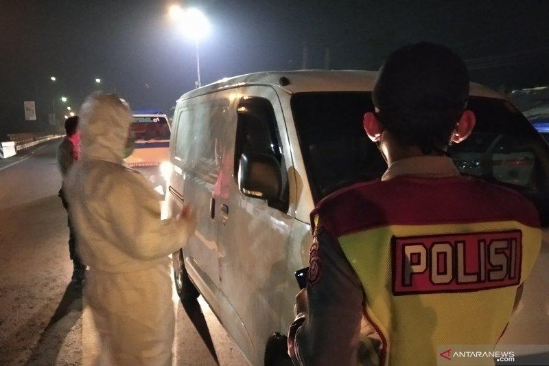 Polisi dan Satpol PP putar balikkan kendaraan tujuan wisata Cianjur