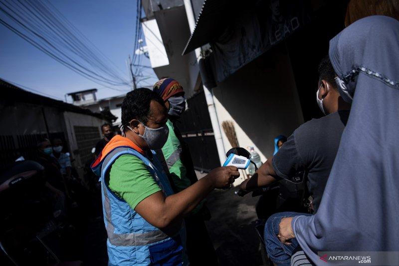 Kasus positif COVID-19 di Indonesia bertambah 14.536 orang. meninggal 294 orang