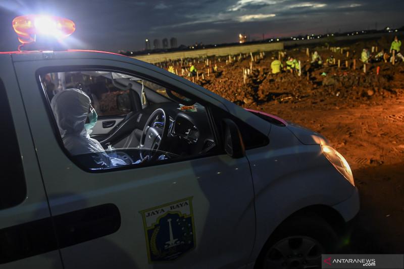 Jenazah COVID-19 DKI diangkut truk karena ambulans sudah kewalahan