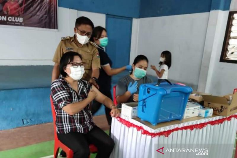 Pemkab Minahasa Tenggara  targetkan vaksinasi 600 jiwa  sehari