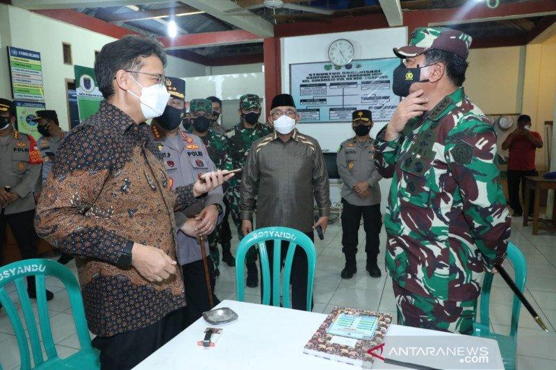 Panglima TNI bersama Kapolri dan Menkes tinjau posko PPKM mikro di Depok