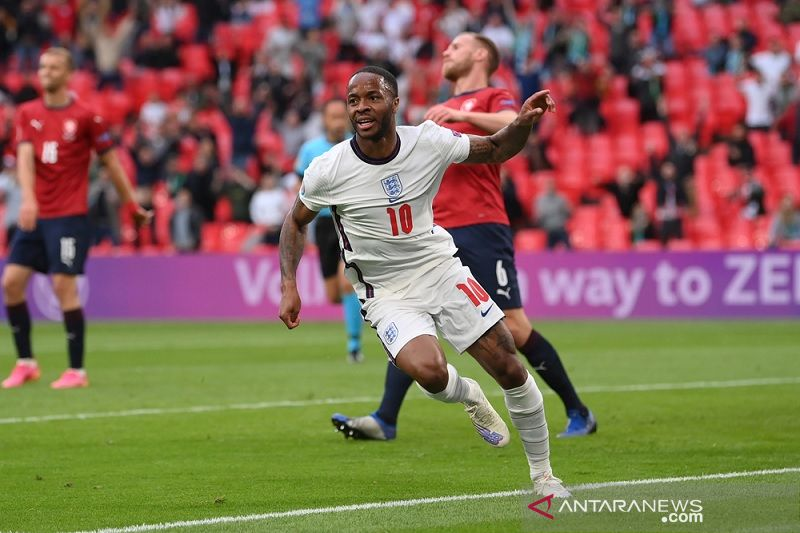 Sterling cetak gol lagi, Inggris tundukkan Ceko untuk juarai Grup D