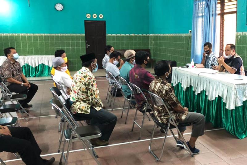 Pemkot Magelang bagikan honor ketua RT/RW dengan terapkan prokes