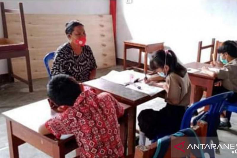 Guru di Kabupaten Minahasa Tenggara wajib jalani vaksinasi COVID-19