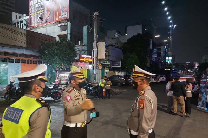 Polda Metro Jaya ikut vaksinasi keliling sasar pedagang di Jalan Sabang