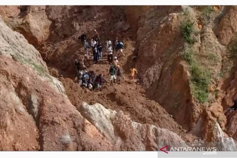 Penambangan timah ilegal longsor enam orang tertimbun