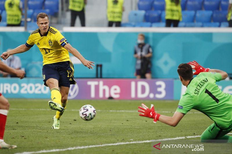 Gol dramatis Claesson membuat Swedia atasi Polandia 3-2 dan juarai Grup E