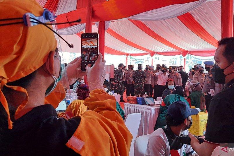 TNI-Polri targetkan vaksinasi massal 1 juta dosis per hari