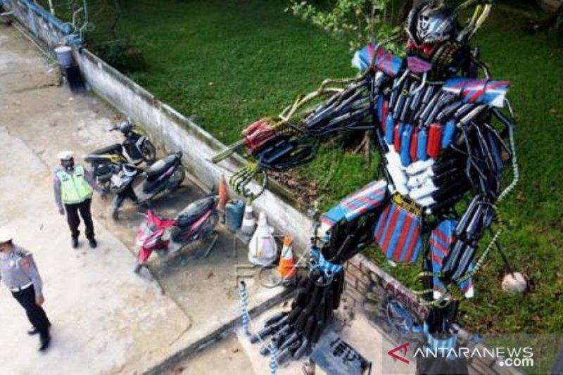 Polisi Buat Robot Dari Knalpot