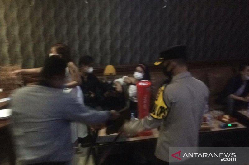 Pemkab Karawang beri sanksi tempat hiburan malam, ini alasannya