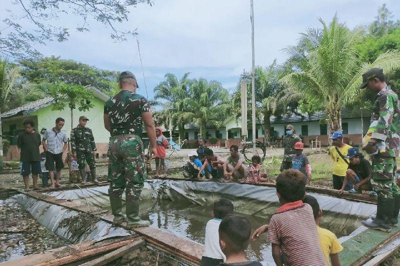 Satgas TNI Yonif 131 ajarkan warga Papua di perbatasan budidaya ikan lele