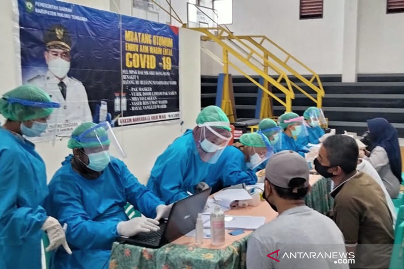 Vaksinasi COVID-19 Indonesia tembus 1,3 juta per hari