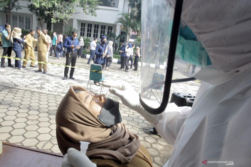 Kasus COVID-19 Indonesia bertambah 20.694