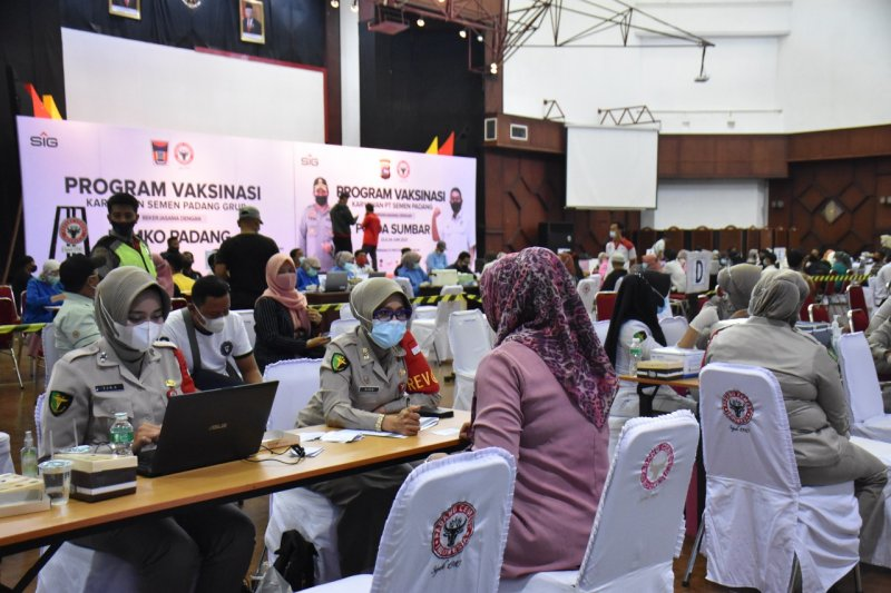 Semen Padang juga fasilitasi istri karyawan untuk vaksin