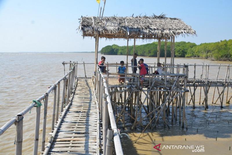 Pemkab Karawang tegaskan semua tempat wisata tutup selama PPKM Mikro