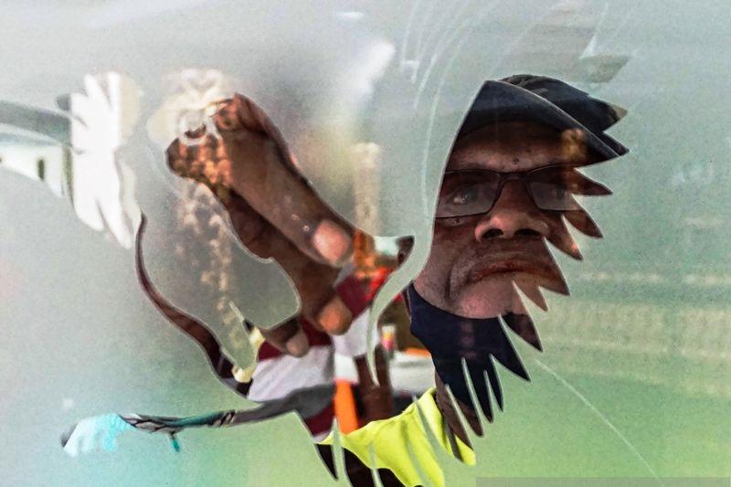 Cara seniman Papua Aturi Sueni mendukung PON XX