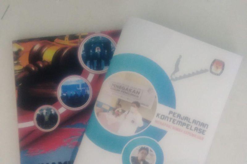 Peluncuran dua buku hadiah HUT ke-54 Sunday Rompas