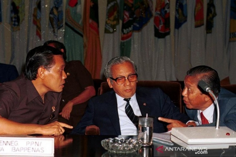 Catatan Asro Kamal  Rokan  - Harmoko dalam perubahan politik Indonesia