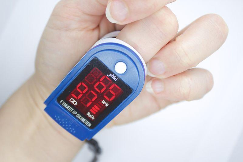 Saat memakai oximeter selama isoman perhatikan kuku hingga posisi tubuh