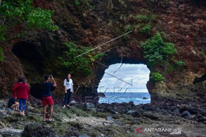 Tempat Wisata Di Ambon Ditutup Jelang PPKM Mikro