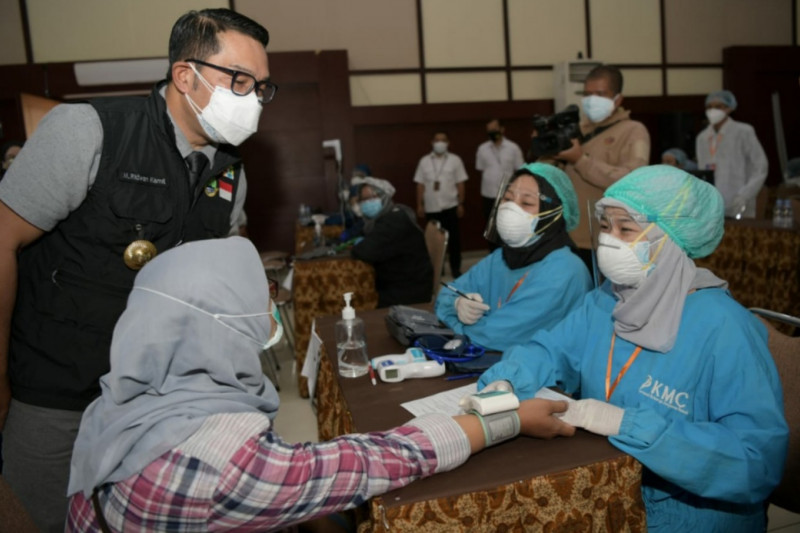 Gubernur Jabar apresiasi vaksinasi massal di Itenas Bandung