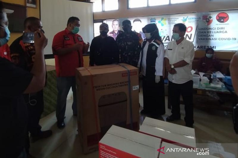Anggota DPRD Garut hadiahi mesin cuci untuk warga yang divaksin COVID-19