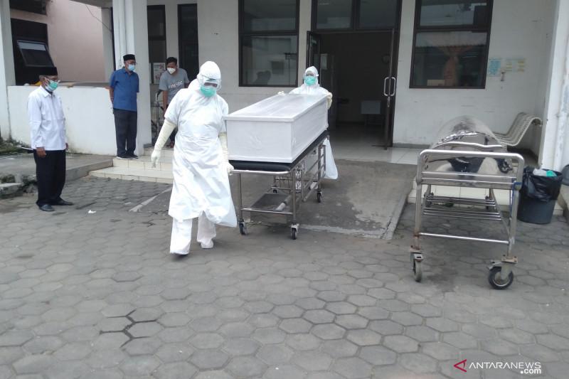 Kasus positif COVID-19 di Karawang bertambah 1.106 kasus