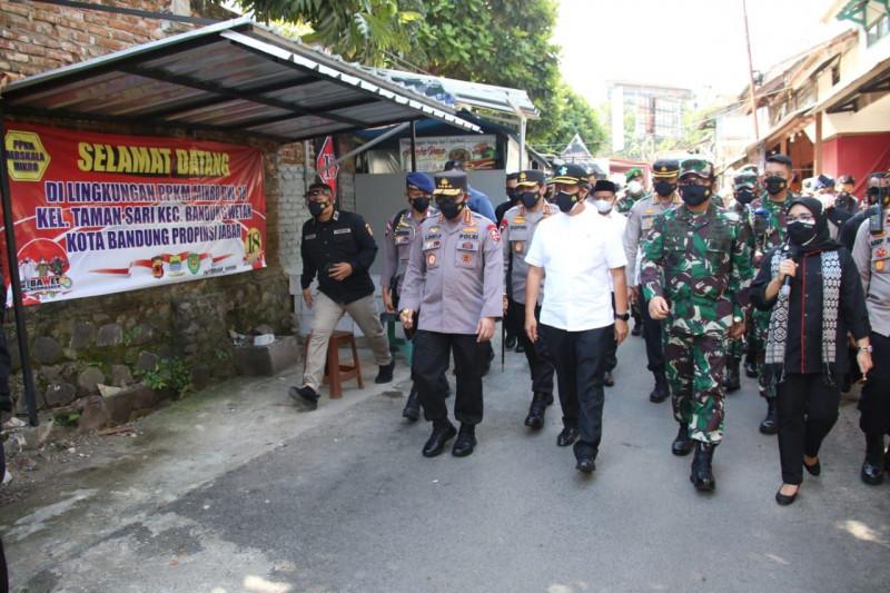 Kapolri dan Panglima tinjau pos penyekatan PPKM darurat di Jabar