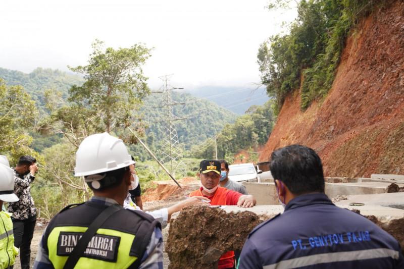 Gubernur Sulsel lanjutkan pembangunan jalan penghubung Lutim dan Sulteng