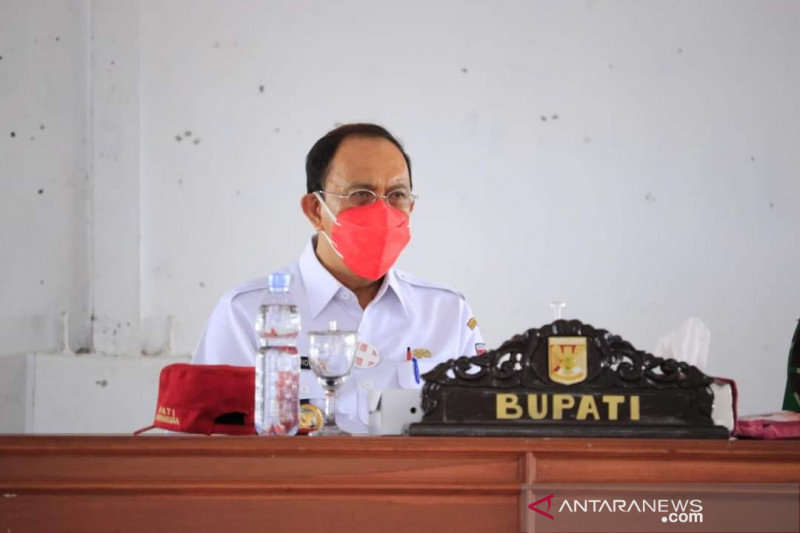 Bupati dan Wabup pantau proses vaksinasi COVID-19 di Minahasa