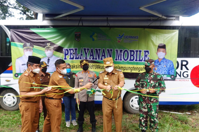 Bupati Lampung Tengah permudah vaksinasi dengan mobil vaksin
