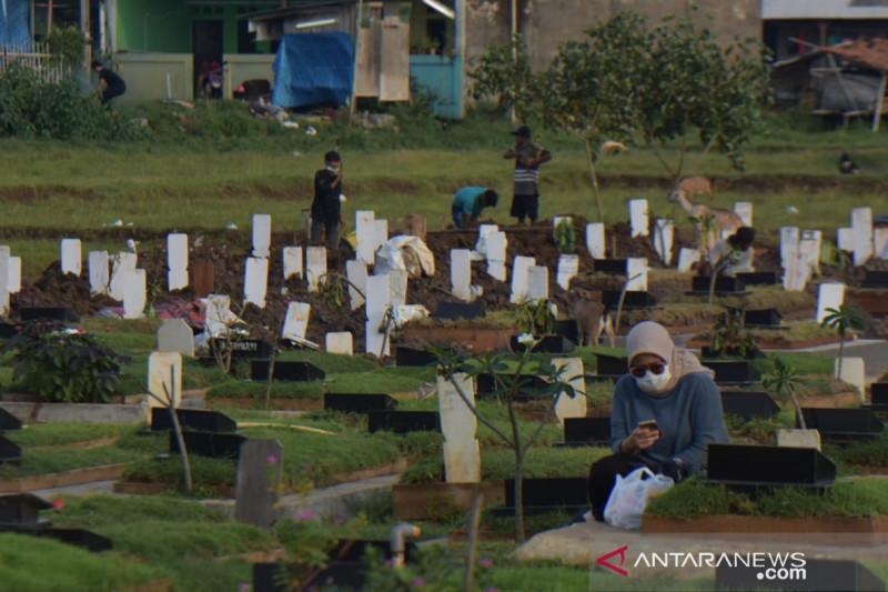 Satgas Kabupaten Bekasi makamkan 10-30 jenazah COVID-19 setiap hari