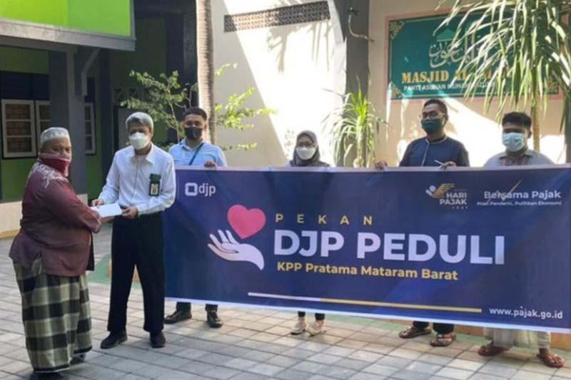 Peringati Hari Pajak, KPP Pratama Mataram Barat salurkan donasi
