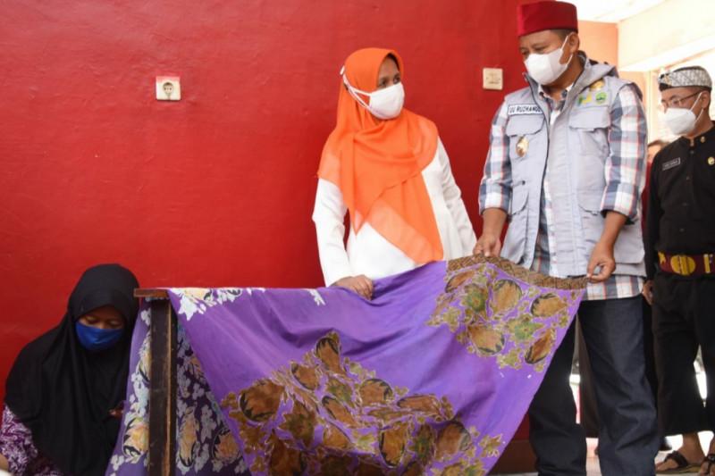 Wagub ajak ASN Jawa Barat beli produk hasil penyandang disabilitas