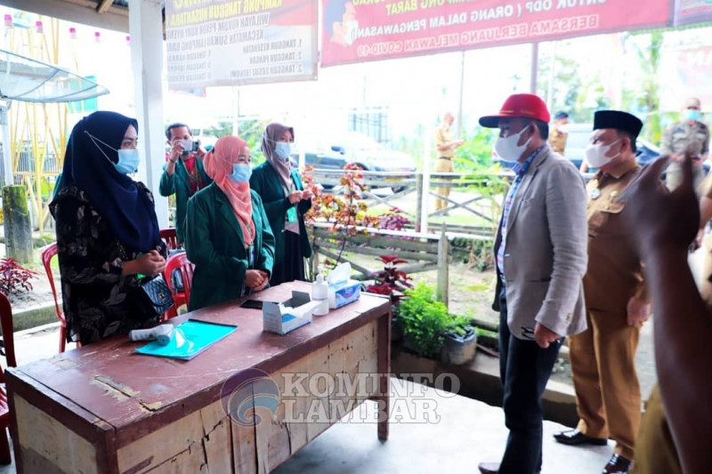 Bupati dan Wakil Bupati Lampung Barat tinjau poskom PPKM mikro