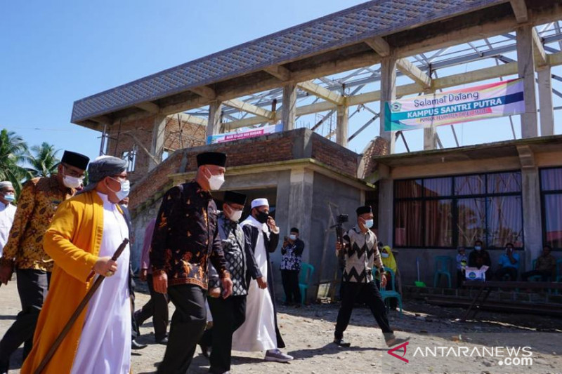 Gubernur Sumbar dorong lulusan pesantren kuliah ke Timur  Tengah