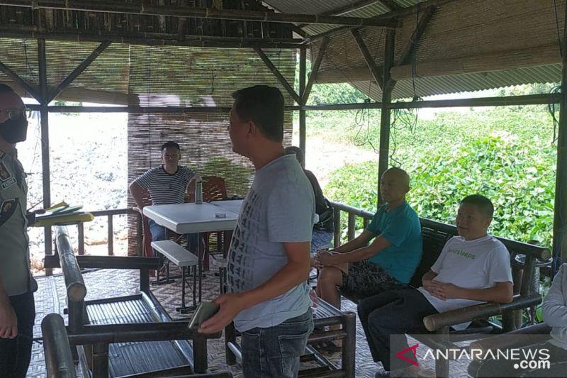 Petugas Imigrasi Sukabumi tangkap WNA China dan Malaysia di lokasi tambang